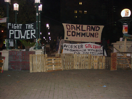 Barricade, Police raid on Occupy Oakland, Tuesday October 25, 2011