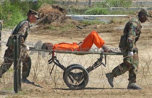 prisoner-guantanamo-AP02020205143.jpg