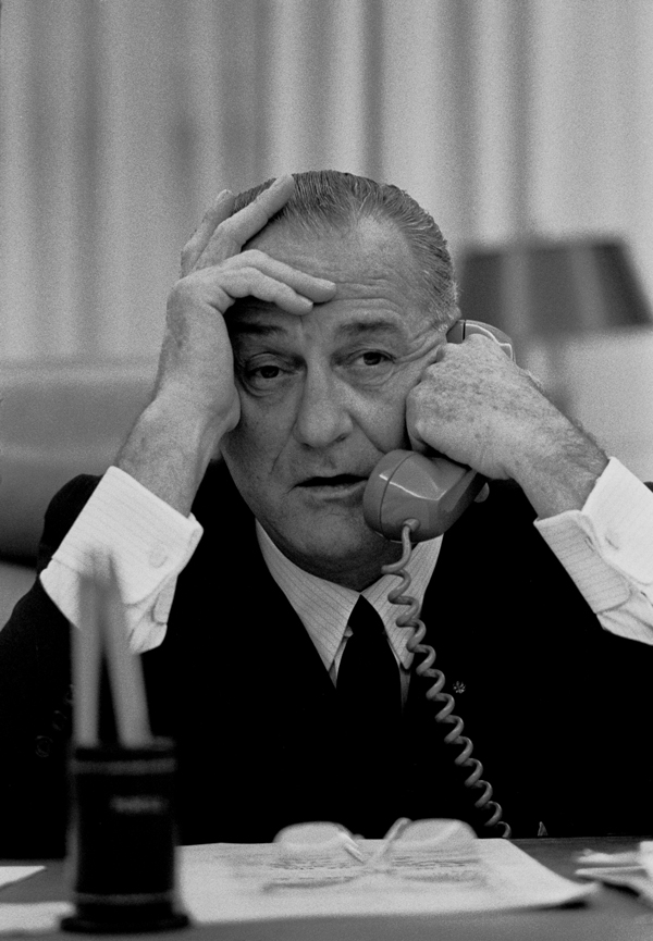 Lyndon johnson saca el pene