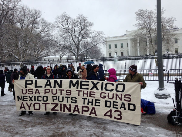 Members of the Old Guard protest Mexican President Enrique Pena Nieto's visit to the White House in Washington, January 6, 2015. Photo: AP