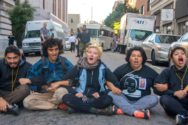 Protesters block buses at ICE office in San Francisco, April 1