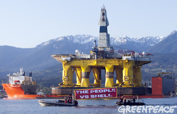 Kayakers protest Shell Oil drill rig in Seattle