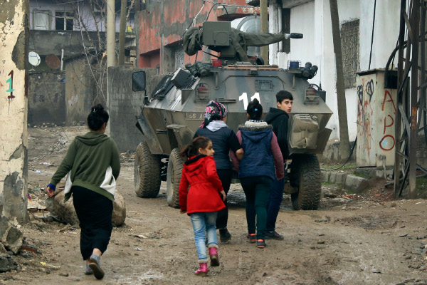 Silopi, in southeastern Turkey near the border with Iraq, January 19, after the 24-hour curfew was lifted. AP photo