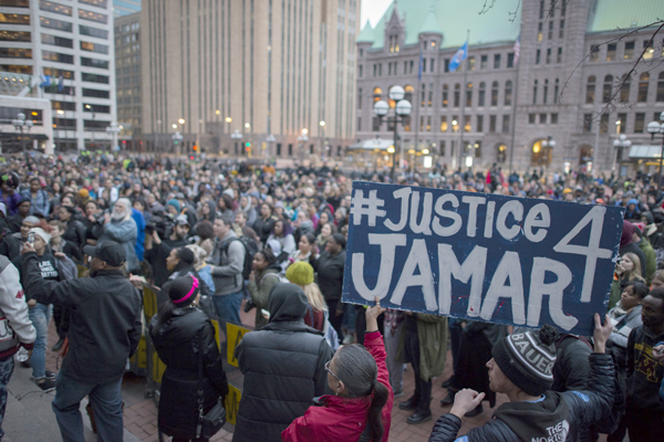 Protesting the decision to not prosecute police for murder of Jamar Clark. Photo:Fibonacci Blue