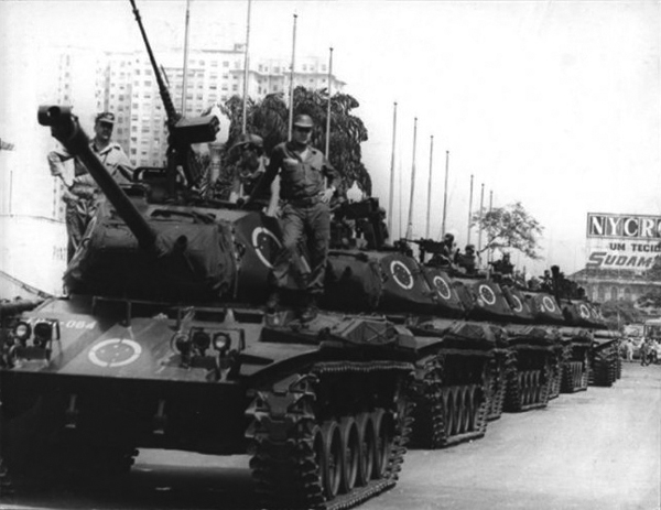1968: The Brazilian military regime lined up tanks in the center of Rio de Janeiro in a show of force.