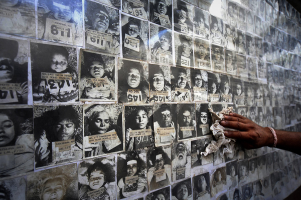 Some of the thousands who were killed by the poison gas from the Union Carbide pesticide plant in Bhopal, India on December 3, 1984.
