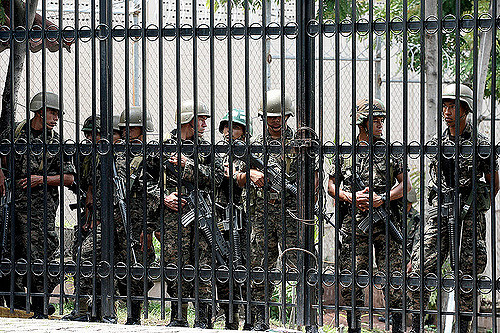 Honduran troops inside the presidential palace during the arrest of the president during the 2009 coup. Photo: rbreve/flickr