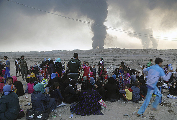 People flee their homes from Mosul, Iraq, October 18