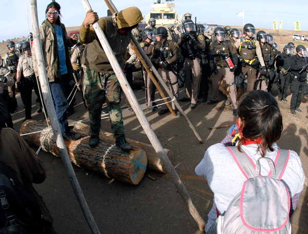 People at Standing Rock resisting police violence