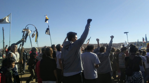 On November 5, delegations from Hopi and Lakota tribes arrived at the main camp at Standing Rock. The Hopi Tribe from Arizona ran all the way. A powerful impact!