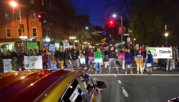 Dakota Access Pipeline protesters block rush hour traffic, New Haven, Conn., November 16, 2016. (Peter Hvizdak/New Haven Register via AP)
