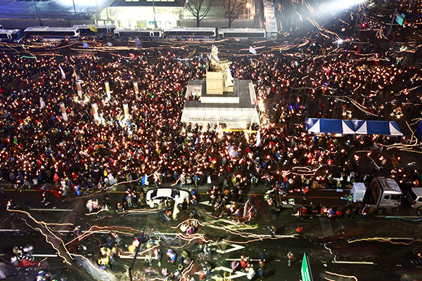 For the fifth straight weekend, masses of protesters occupy major avenues in downtown Seoul demanding the ouster of Park, November 26.