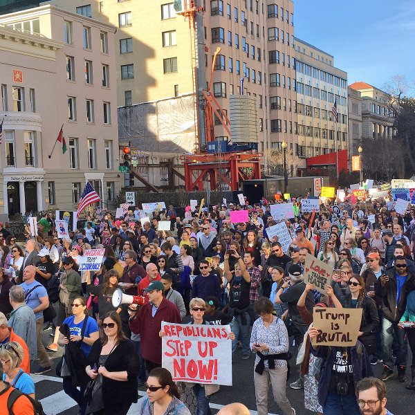 Washington, DC: Marching to the White House.
