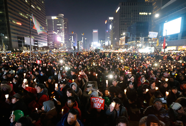 People filled the streets of Seoul, South Korea, on December 3, 2016 to demand that South Korean President Park must get out of office. This was the sixth straight weekend of massive protests.