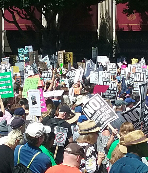 Protesta del día de los impuestos en Los Ángeles.