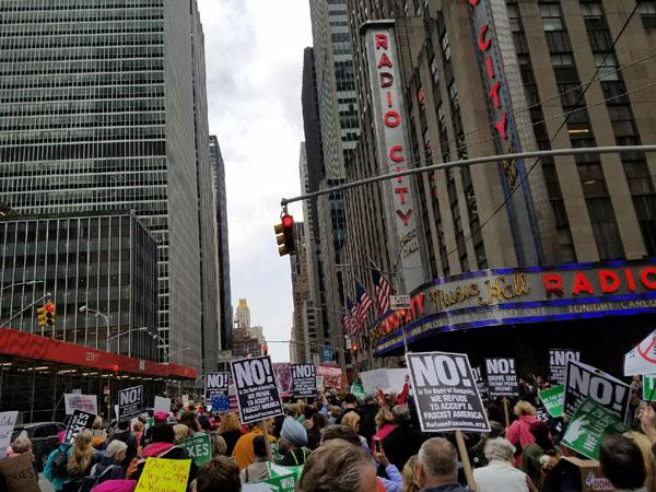la protesta del día de los impuestos en la Ciudad de Nueva York.