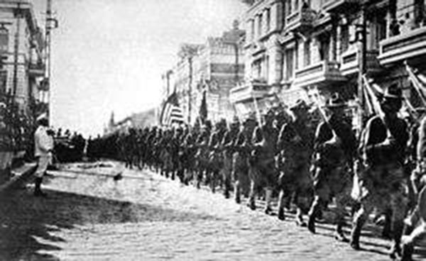 U.S. troops march through Russian street of Vladivostok.